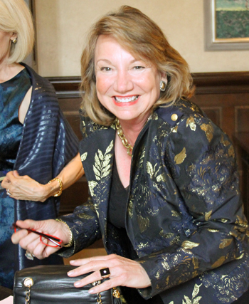 KidneyTexas's Ladies Who Luxe And Dr. Phil Evans Fashionably Raised Bidding And Funds Monday