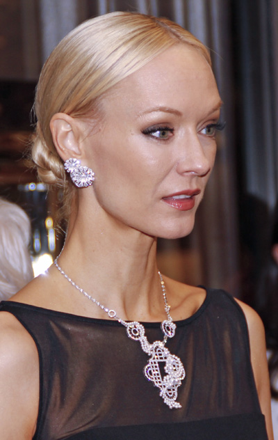 May 2 Round Robin Van Cleef Amp Arpels Opens With Crystal