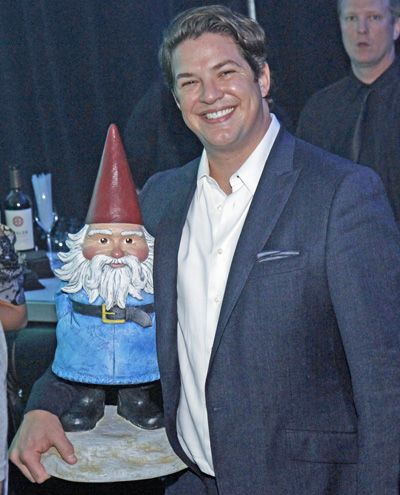 Travelocity gnome and Jonathan Rogers