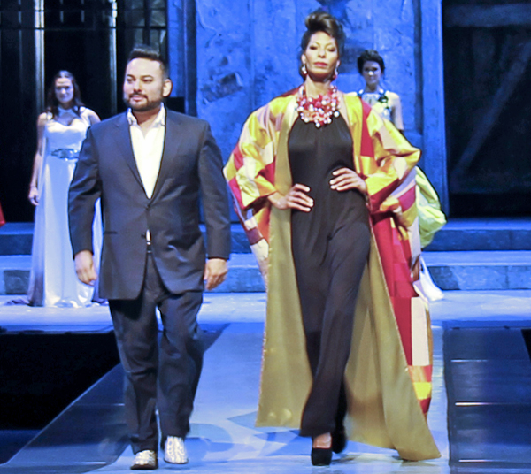"""Dallas Opera's Inaugural """"First Sight"""" Impressed Guests With Fashions, Food And Flash Mob Courtesy of SMU's Meadows Chorale"""