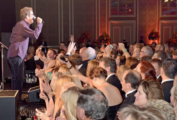 Huey Lewis on stage*
