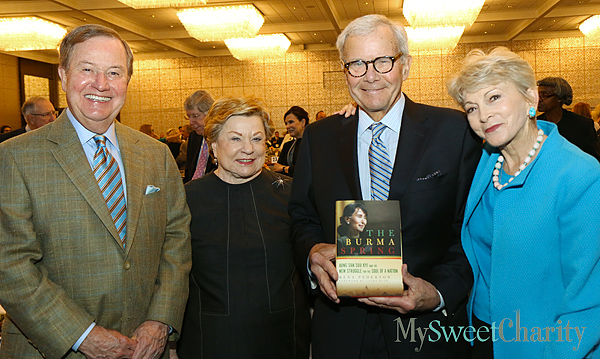 Ted and Bess Enloe, Tom Brokaw and Rena Pederson