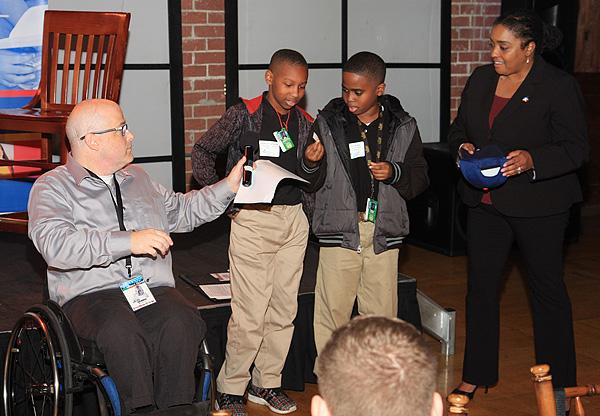 Hondo Robertson, Rusk Middle School students and Judith Allen-Bazemore*